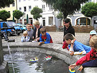 the Maria fountian of Laufen has never seen this in its hundred year history, Solarboats in the fountain of the town of the boatsmen