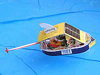 Kids of Saaldorf-Surheim are creative and amend  their  solar boats with  useful accesoires like a sun roof
